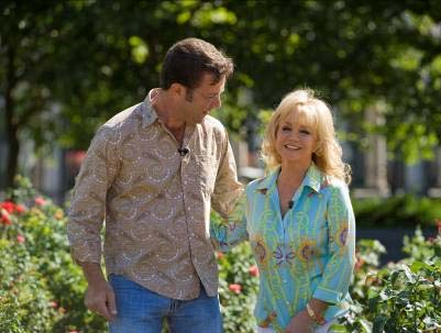 "Mandrell with ""Volunteer Gardener"" host Troy Marden. Photo by Katherine Bomboy"