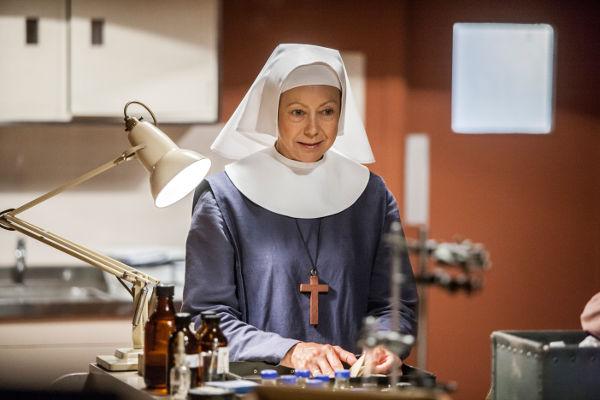 Sister Julienne (Jenny Agutter) in clinical room