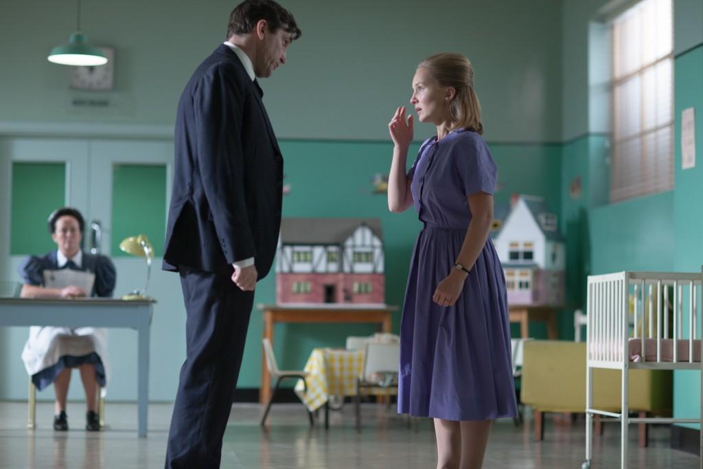 Dr. Turner (Stephen McGann) and Janice Prendergast (Bethany Muir) in Season 4, Episode 5.